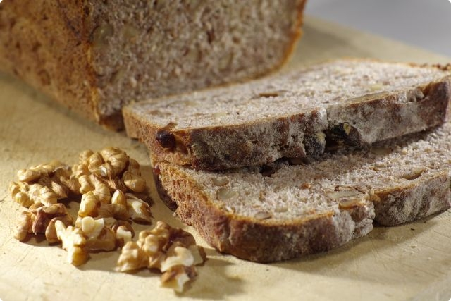 beetroot and walnut bread